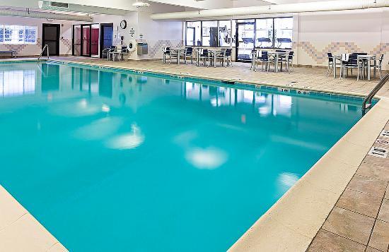 Σπρίνγκφιλντ, Βερμόντ: Make a splash in our pool!