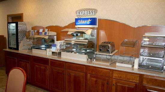 Holiday Inn Express La Porte: Loving Those Cinnamon Rolls