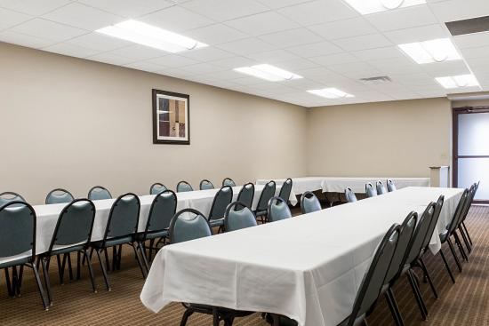 Quality Inn & Suites Jamestown: Meeting room