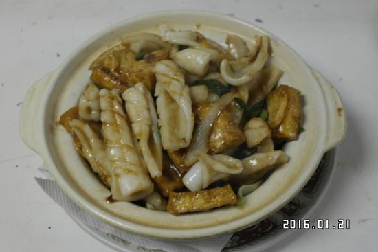 Red Apple Family Restaurant: tofu with seafood in clay pot