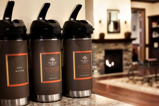 Country Inn & Suites By Carlson, Saskatoon, SK: Free Coffee in the Lobby