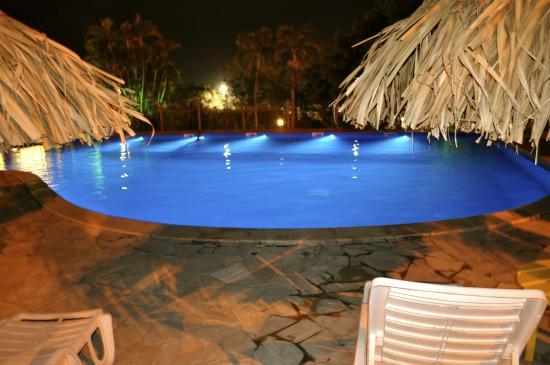 Le soir la piscine photo de la piscine le diamant for Piscine paris ouverte le soir