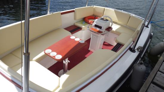 Bowness-on-Windermere, UK: 'Michelle' is powered by an ultra quiet electric motor and is very easy to drive