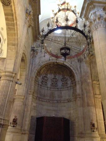 Iglesia de Padre Jesus: Старинная люстра