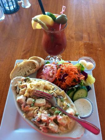 The Surfside Restaurant and Lounge : Chicken Fetticcine Alfredo for Lunch plus a Bloody Mary