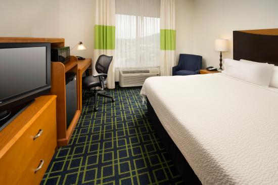 Fairfield Inn & Suites Chattanooga I-24/Lookout Mountain: Spacious King Bedroom