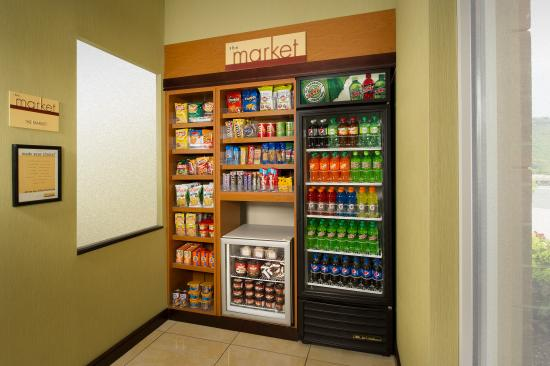 Fairfield Inn & Suites Chattanooga I-24/Lookout Mountain: The Market is open 24 hours a day for your convenience