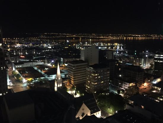 Barclay Suites Auckland: Night View Spectacular
