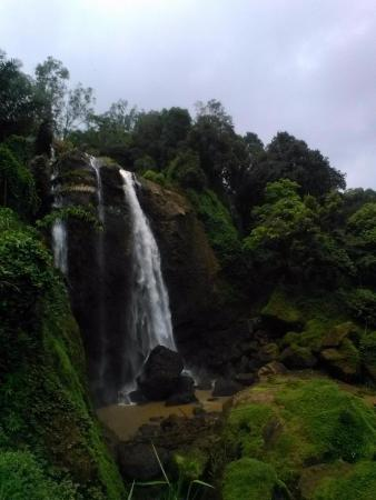 Kendal, Ινδονησία: Air terjun Curug Sewu