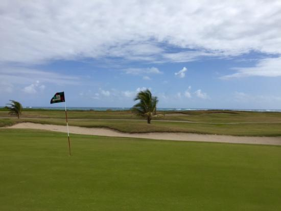 Südküste, St. Kitts: Nice ocean views begin on the back 9