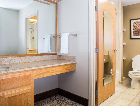 Gray Wolf Inn and Suites: Gray Wolf Family Suite 1 Bedroom Bath