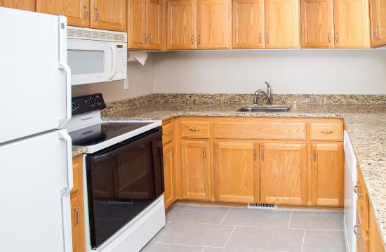 Gray Wolf Inn and Suites: Gray Wolf Family Suite 2 Bedroom Kitchen