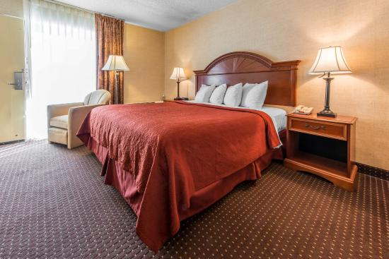 Quality Inn & Suites Conference Center: King Room