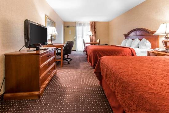 Quality Inn & Suites Conference Center: Queen Room