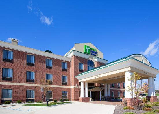 Holiday Inn Express Hotel & Suites Chesterfield: Hotel Exterior