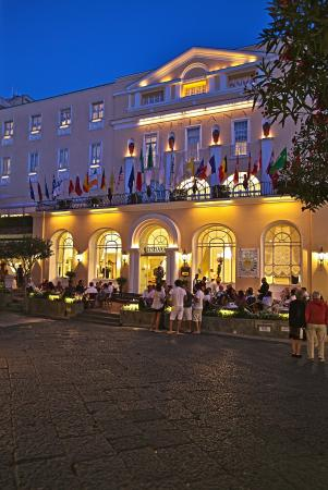 Grand Hotel Quisisana: Entrance at Night