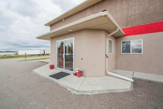 Photo of Econo Lodge Inn & Suites Innisfail