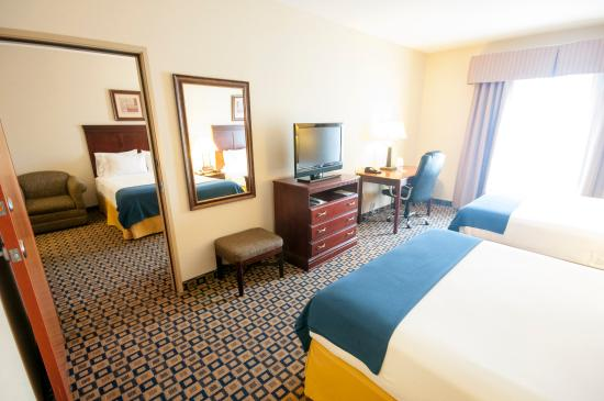 Hotels With Adjoining Rooms Chicago