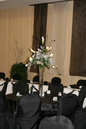Hilton Garden Inn Great Falls : Wedding Centerpiece