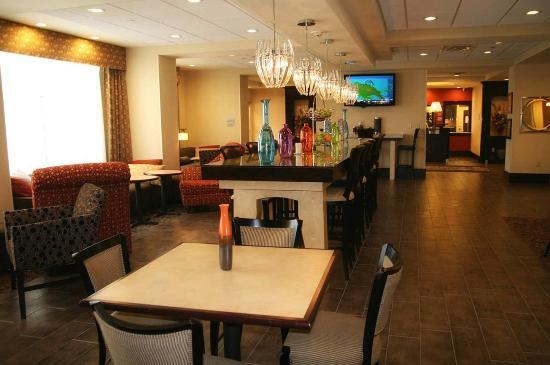 Hampton Inn: Perfect Mix Lobby