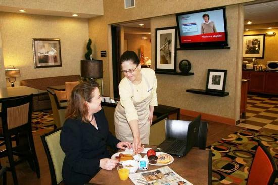Hampton Inn & Suites Cedar Rapids - North: Breakfast Dining Area