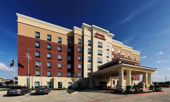 Hampton Inn & Suites Dallas / Lewisville - Vista Ridge Mall: Hotel Exterior