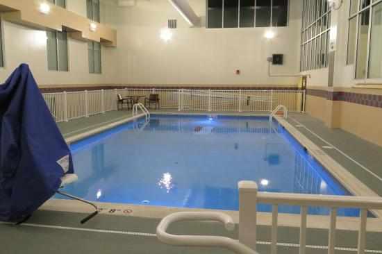 The pool is salt water. It is not heted and there is no hot tub.