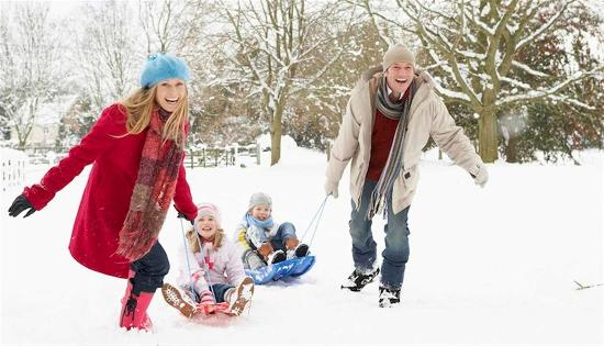 Wilder, KY: Snow Sledding Family
