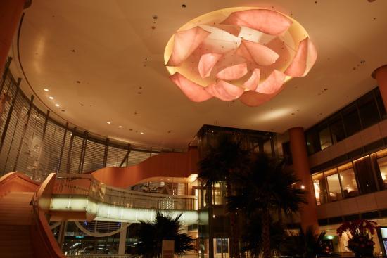 Windsor Hotel Taichung : 1F多彩玫瑰 氣勢磅礡
