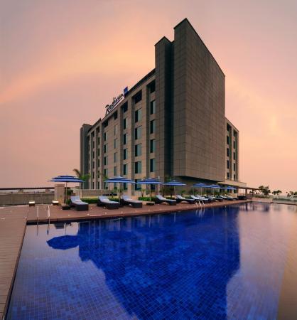 Radisson Blu Hotel New Delhi Paschim Vihar: Exterior