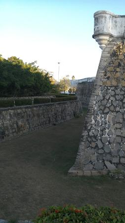 El Fuerte de San Diego : Side view of the fort