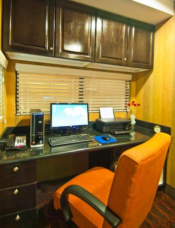Hampton Inn & Suites Elk City : Business Center