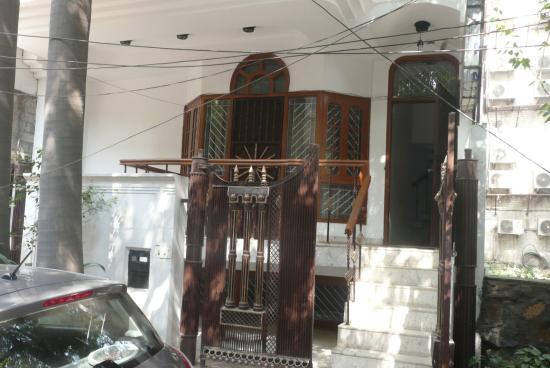 Tatvamasi Homestay: Street entrance