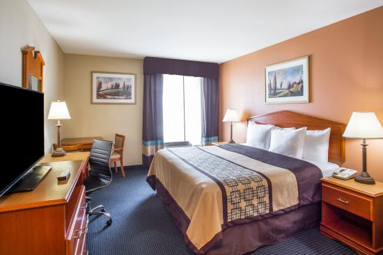 Days Inn & Suites Thibodaux: King Bedroom