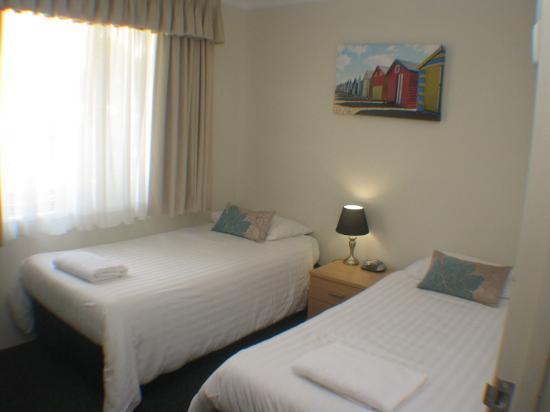 Beaches Serviced Apartments: 2 x singles