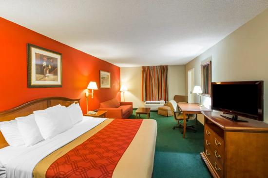 Photo of Econo Lodge Inn & Suites Canton