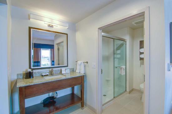 Trophy Club, TX: Guestroom Bathroom