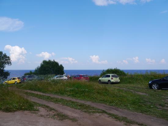 Озеро Ильмень: Туристы у Ильменского глинта летом