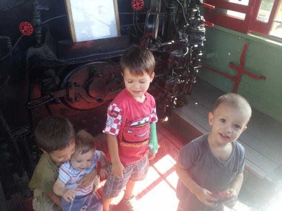 Lomita Railroad Museum: on engine