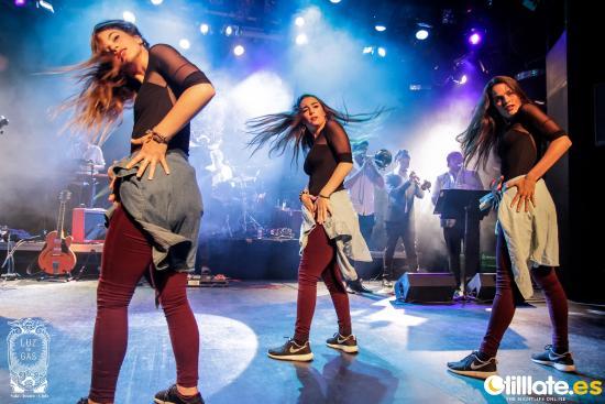 Bailarinas del grupo The Risas en Luz de Gas (Calle Muntaner 244)