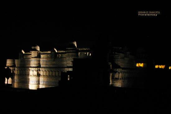 Elegant Gwalior Fort Light and sound show Style - Unique black light show Idea