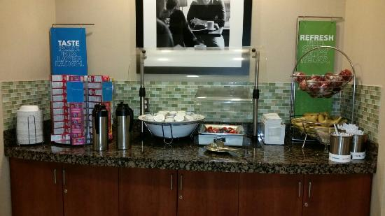 Hampton Inn and Suites Tulsa Hills: Breakfast is from 6-10am daily. Hot food plus pastries and fresh fruit!!!! Hot food is rotated u