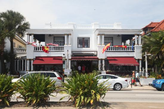 Casablanca Inn on the Bay: Front