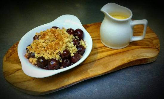 The Leather Bottle: homemade Black Cherry Crumble