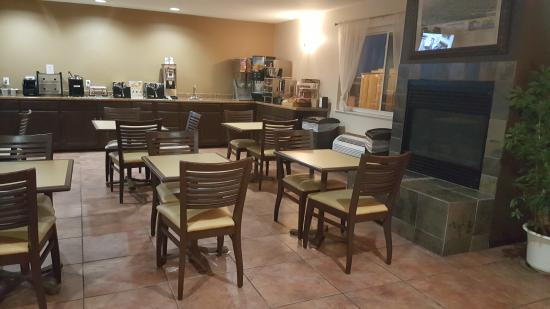 Americas Best Value Inn & Suites Cheyenne: Breakfast area