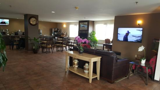 Americas Best Value Inn & Suites Cheyenne: Lobby