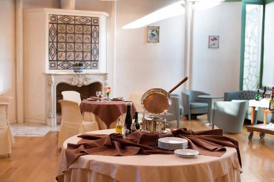"Solofra Palace Hotel & Resorts : particolare sala ""Giardino D'Inverno"""