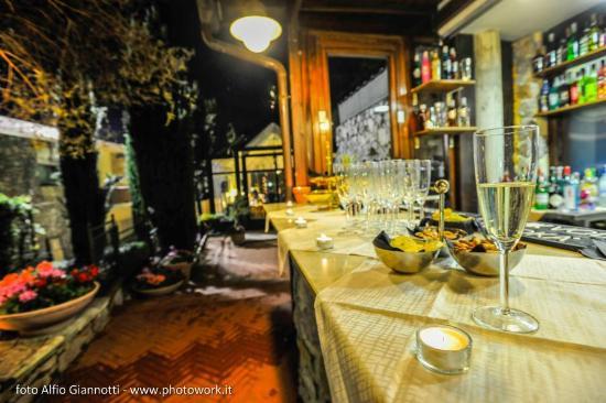 Solofra Palace Hotel & Resorts : bar a bordo piscina