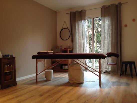 La salle de massages bien tre picture of la villa rouge for Salle bien etre