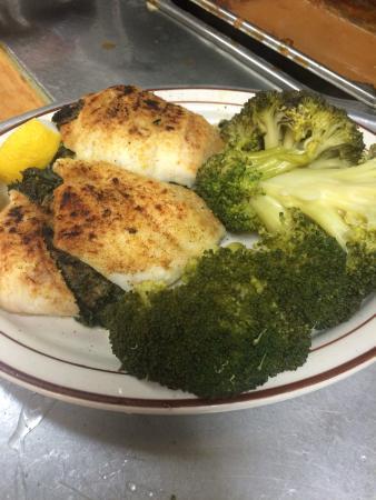 Lakehurst, Nueva Jersey: Stuffed Flounder Florentine with Broccoli